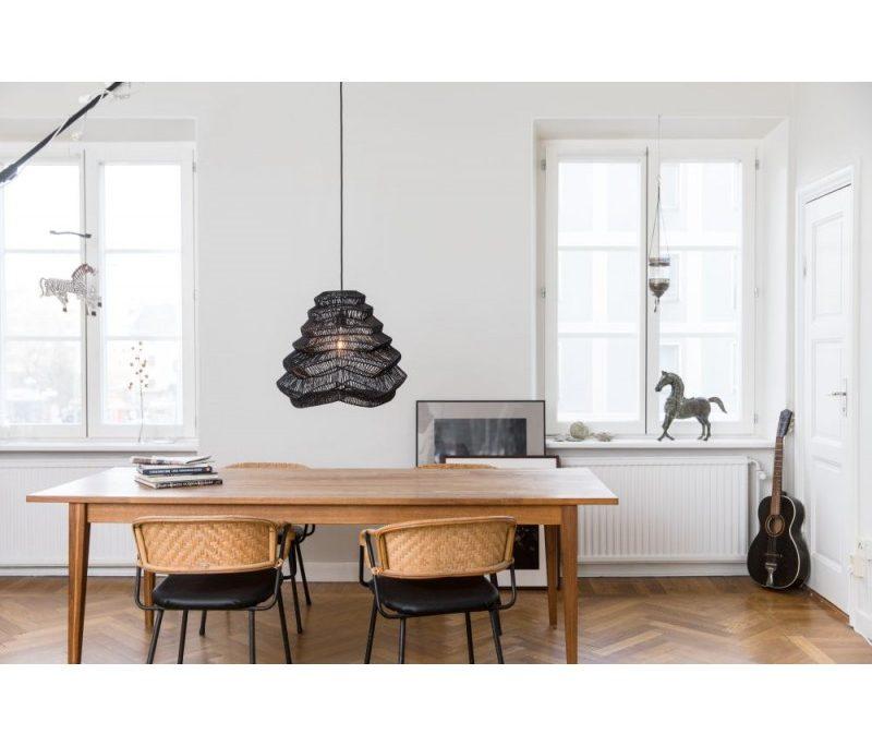 Czarna lampa wiklinowa Vilda Watt&Veke