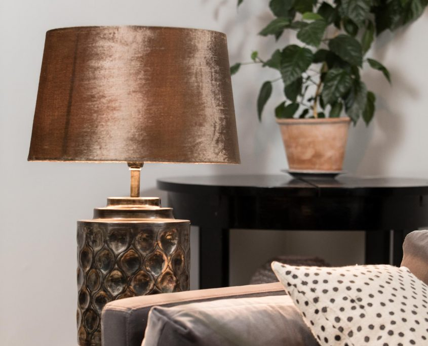 Szklana lampa stolowa z aksamitnym abazurem Gabrielle Watt&Veke