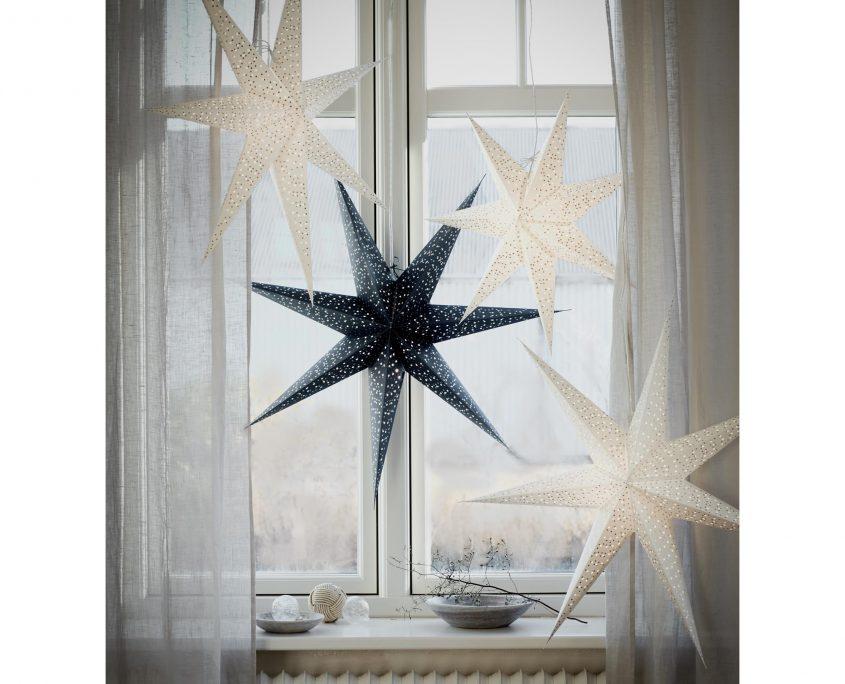 Gwiazdy papierowe Helsinki w oknie