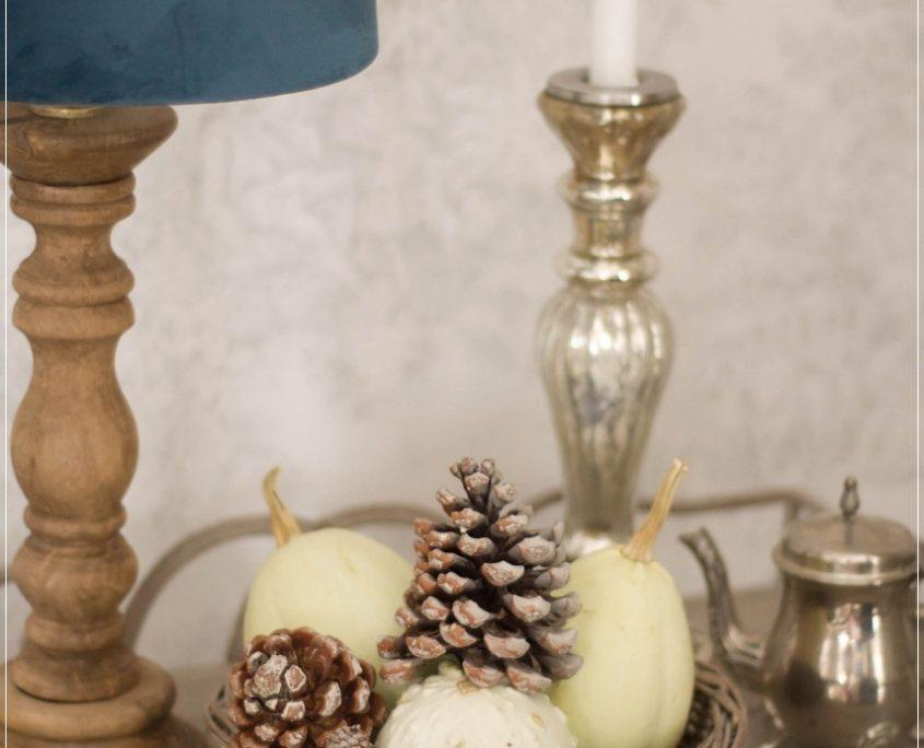 Drewniana lampa boho Cottage z aksamitnym abazurem