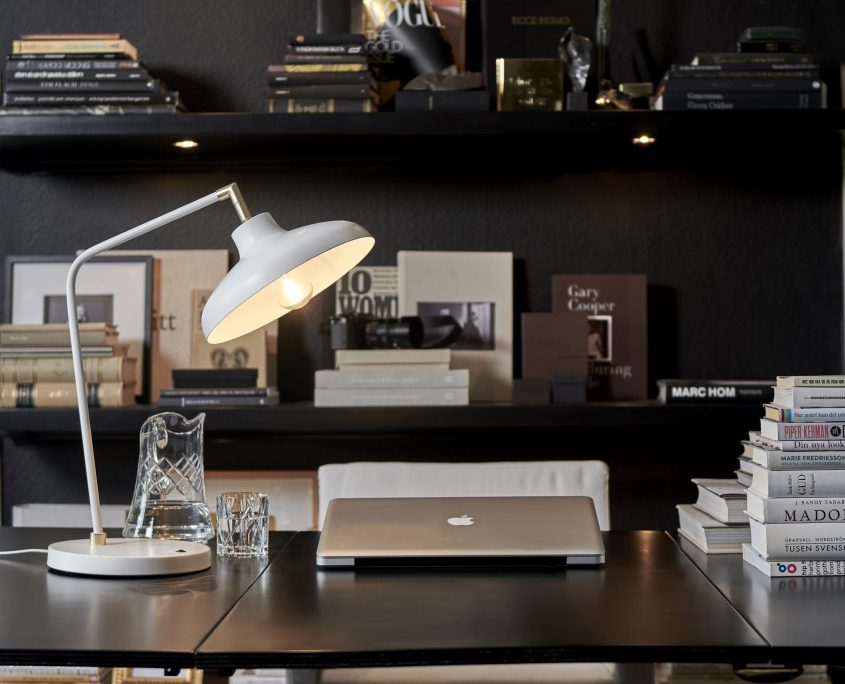 Klasyczna lampa biurkowa Pelle