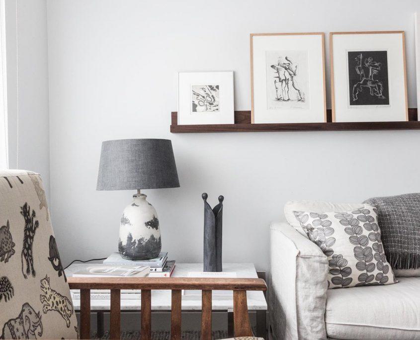 Lampa stolowa z terakoty Cliff z lnianym abazurem