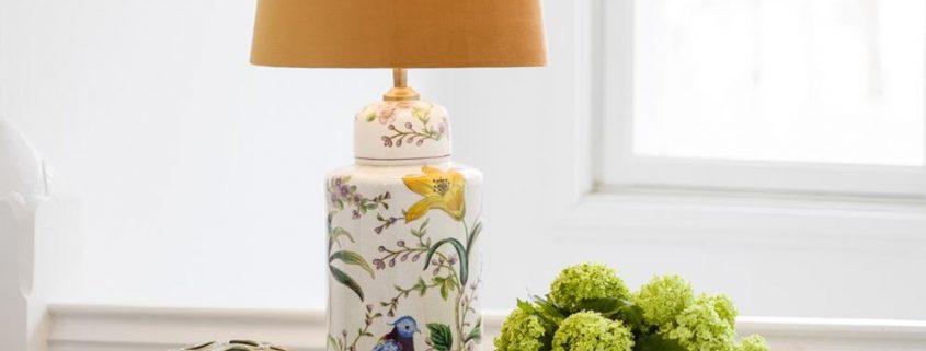 Ceramiczna lampa stolowa w kwiaty i ptaki Lina