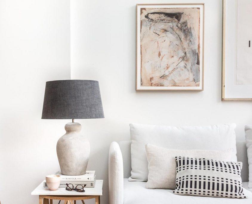 Lampa stolowa z terakoty Ellen z lnianym abazurem