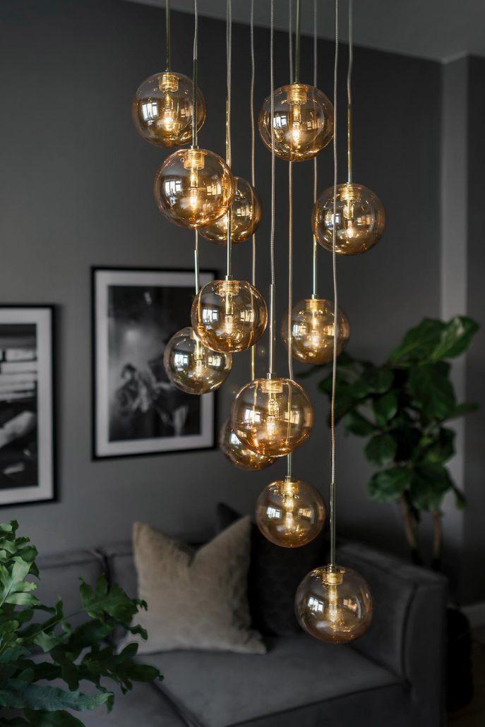 Lampa ze zlotymi szklanymi kloszami Skyfall - idealna na klatke schodowa